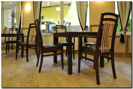 Dřevěná židle Anton.
