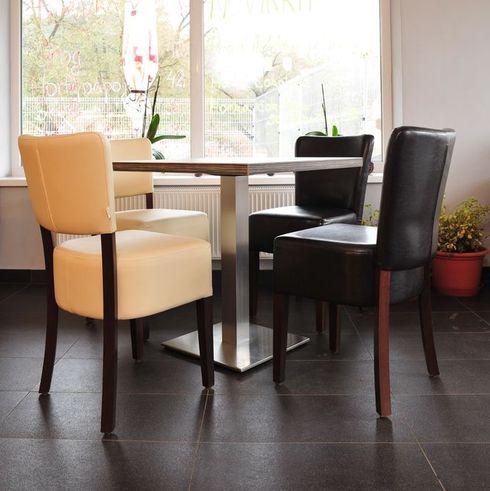 Dřevěné židle čalouněné.