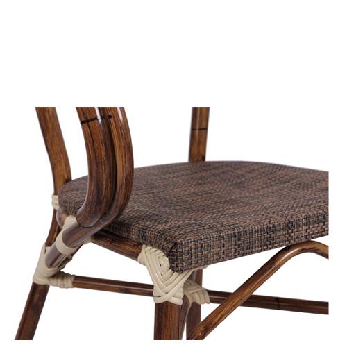 Umělý bambus a židle na terasu
