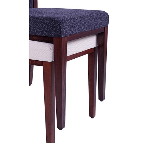 Stohovatelné dřevěné židle do restaurace