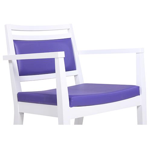 Drevené stoličky s lakťovou opierkou