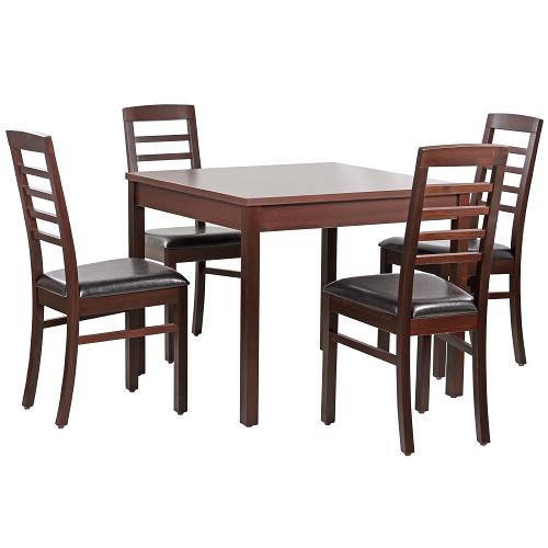Dřevěné stoly a židle