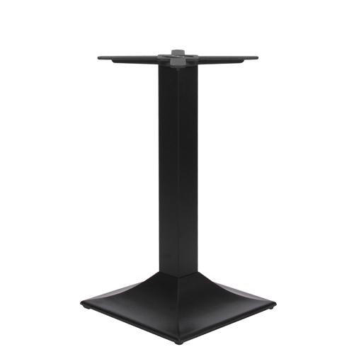 Kovové stoly na centrální noze
