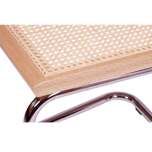 Kovová židle s dřevěným sedákem