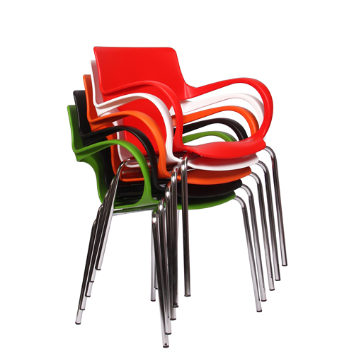 plastové židle do kavárny