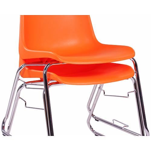 Možnost stohování plastové židle
