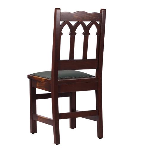 Dřevěné bukové židle s gotickým motivem na opěradle