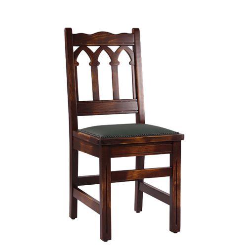 Dřevěná buková židle s designem gotiky.