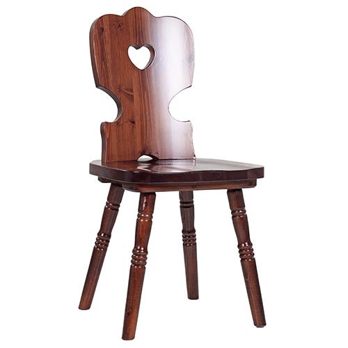 Drevěná stolička z borovicového dreva
