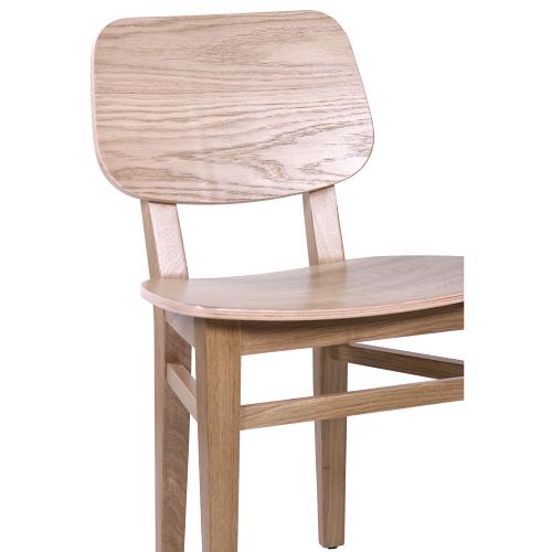 Drevené dubové stoličky