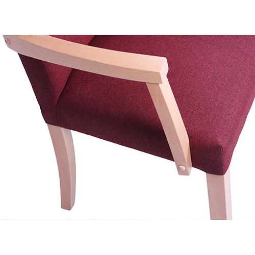 Dřevěné židle do restaurace.