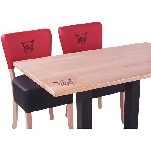 Logo vyšité na židlích