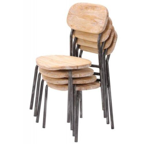 Stoličky z recyklovcaného dreva