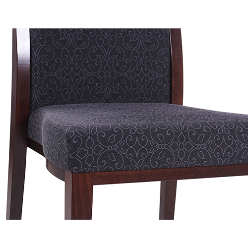 Dřevěné čalouněné židle s možností stohování
