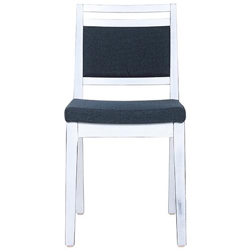 Vintage dřevěné židle do restaurace