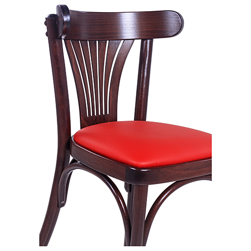 Drevené stoličky ohýbané do reštaurácie