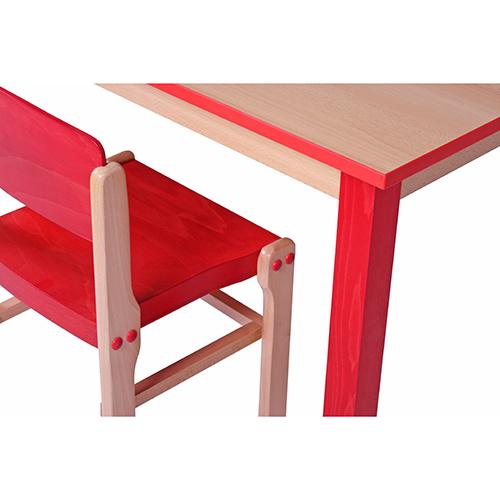 Dětské barevné dřevěné stoly