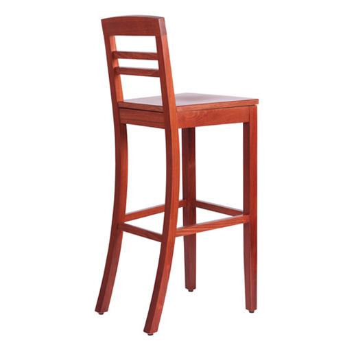 Dřevěné barové židle a stoly