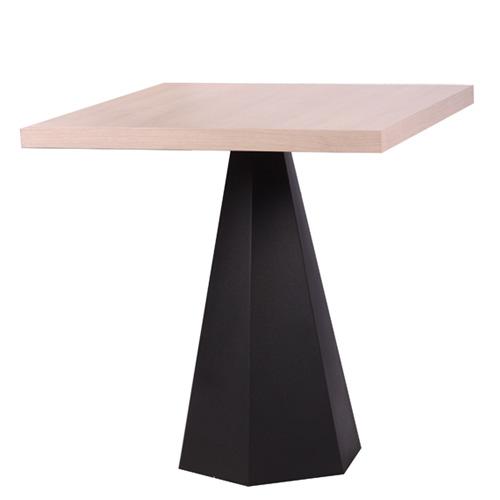 Plastové nohy stolu