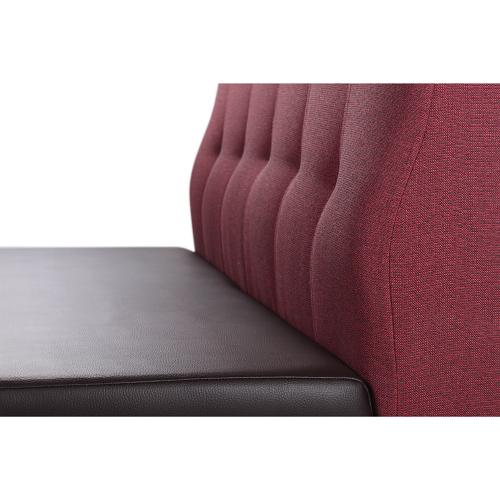 Barevné čalouněné lavice do restaurace